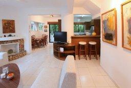 Гостиная. Кипр, Каво Марис Протарас : Прекрасная вилла с зеленым двориком, 3 спальни, 2 ванные комнаты, парковка, Wi-Fi