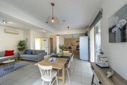 Гостиная. Кипр, Пернера : Прекрасная вилла с бассейном и двориком с барбекю, 3 спальни, 2 ванные комнаты, парковка, Wi-Fi