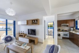 Гостиная. Кипр, Пернера : Прекрасная вилла в 100 метрах от пляжа с бассейном и двориком с барбекю, 3 спальни, 2 ванные комнаты, парковка, Wi-Fi