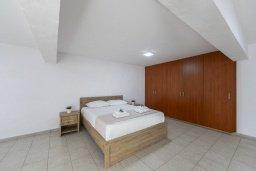 Спальня. Кипр, Пернера : Прекрасная вилла в 100 метрах от пляжа с бассейном и двориком с барбекю, 3 спальни, 2 ванные комнаты, парковка, Wi-Fi