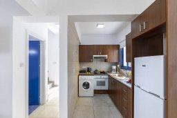 Кухня. Кипр, Пернера : Прекрасная вилла в 100 метрах от пляжа с бассейном и двориком с барбекю, 3 спальни, 2 ванные комнаты, парковка, Wi-Fi