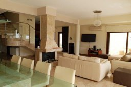 Гостиная. Кипр, Декелия - Ороклини : Прекрасная пляжная вилла с бассейном и двориком с барбекю, 4 спальни, 3 ванные комнаты, парковка, Wi-Fi