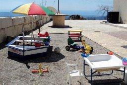 Терраса. Кипр, Пано Панагия : Прекрасная вилла с бассейном и зеленым двориком с барбекю, 6 спален, 6 ванных комнат, парковка, Wi-Fi