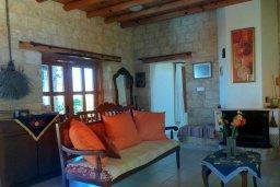 Гостиная. Кипр, Скулли : Уютная вилла с бассейном и зеленым двориком, 3 спальни, 3 ванные комнаты, парковка, Wi-Fi