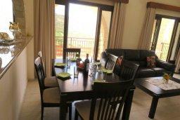 Гостиная. Кипр, Милиу : Прекрасная вилла с бассейном и двориком с барбекю, 3 спальни, 2 ванные комнаты, парковка, Wi-Fi