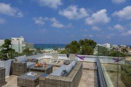 Патио. Кипр, Фиг Три Бэй Протарас : Современная вилла с бассейном и патио на крыше, 5 спален, 4 ванные комнаты, парковка, Wi-Fi