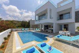 Фасад дома. Кипр, Фиг Три Бэй Протарас : Современная вилла с бассейном и патио на крыше, 5 спален, 4 ванные комнаты, парковка, Wi-Fi