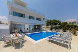 Фасад дома. Кипр, Фиг Три Бэй Протарас : Современная вилла с бассейном, джакузи и патио на крыше, 6 спален, 4 ванные комнаты, парковка, Wi-Fi