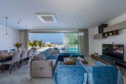 Гостиная. Кипр, Фиг Три Бэй Протарас : Современная вилла с бассейном, джакузи и патио на крыше, 6 спален, 4 ванные комнаты, парковка, Wi-Fi