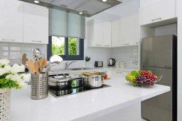Кухня. Кипр, Пернера : Современная вилла в 150 метрах от пляжа с бассейном и приватным двориком с барбекю, 3 спальни, 2 ванные комнаты, парковка, Wi-Fi