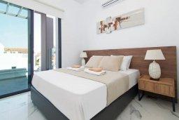 Спальня. Кипр, Пернера : Современная вилла в 150 метрах от пляжа с бассейном и приватным двориком с барбекю, 3 спальни, 2 ванные комнаты, парковка, Wi-Fi